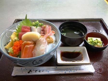 100325はなまる食堂【特盛り海鮮丼(松)大盛り】2.jpg